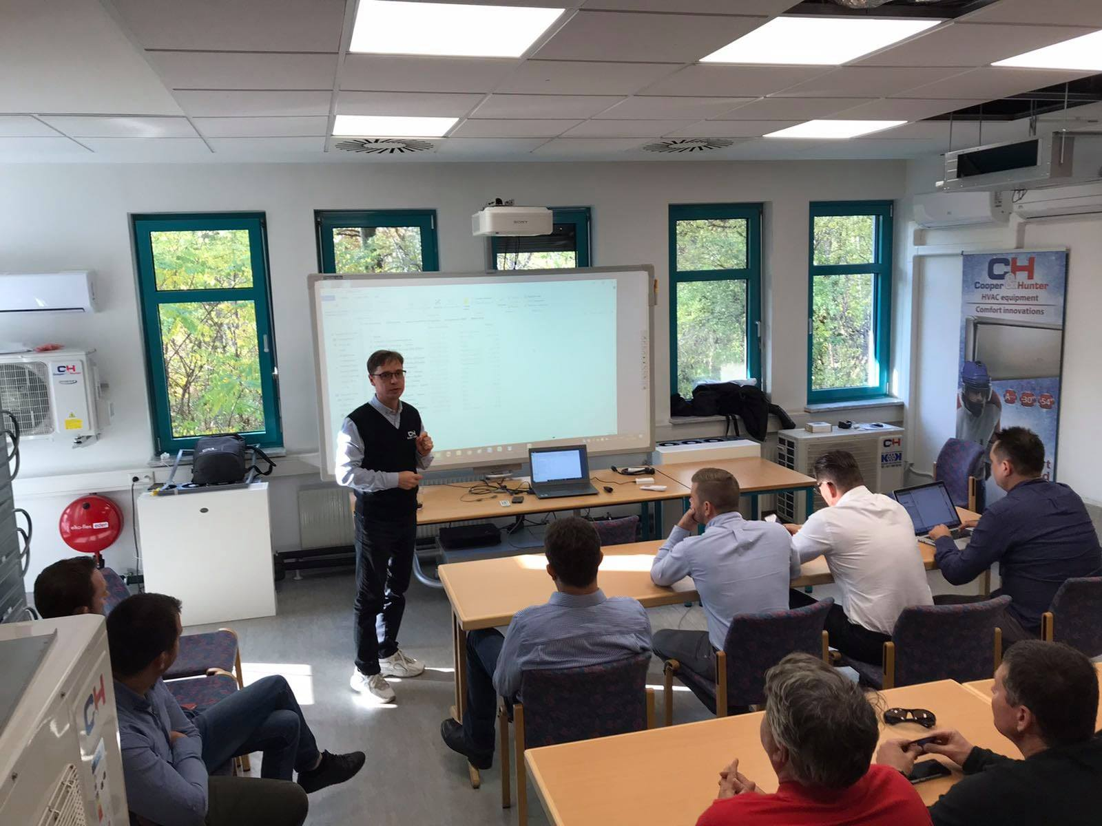 At the training center Cooper&Hunter in Vienna, another workshop was held for leading engineers of European dealers from several countries.